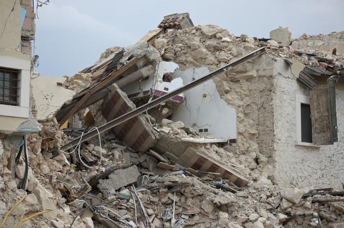 ▲一名網友在《 mobile01 》論壇提到,為何 921 大地震前的房子還有人買、有人敢住?是否會成為下一次地牛翻身高風險族群,貼文立刻引發熱議。(示意圖/翻攝自 Pixabay )
