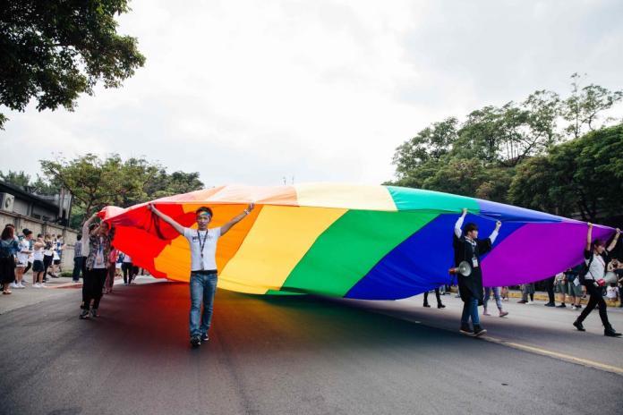 台灣今年5月17日三讀通過同婚專法,成為亞洲第一個合法同性婚姻的國家。(Shutterstock)