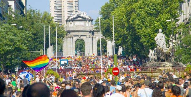 全歐洲規模最大的同志驕傲遊行舉辦於西班牙馬德里,今年7月6日同志遊行吸引了40萬人走上街頭遊行,遊行口號為「歷史、奮鬥與記憶」,紀念石牆暴動50週年。(圖取自馬德里觀光官網)