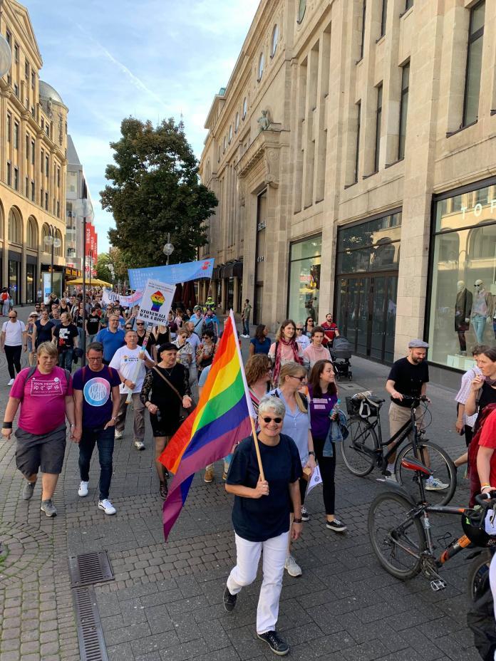 今年同志遊行舉辦於7月7日,為迎接歐洲50年來最大規模遊行(圖取自FB: Cologne Pride)