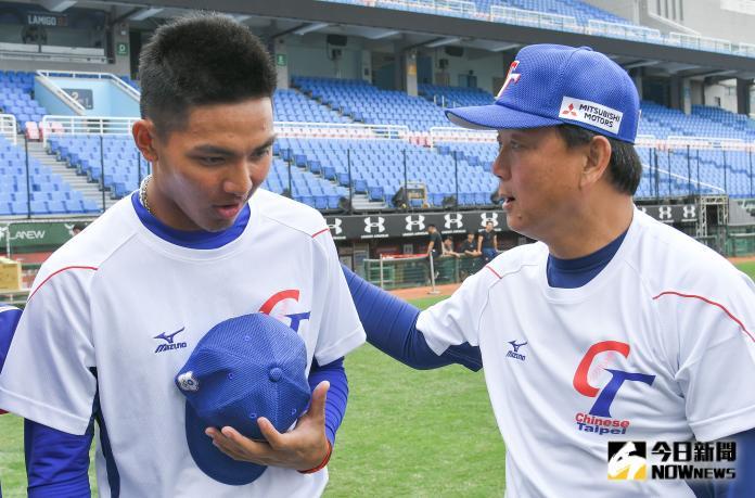 ▲世界棒球12強中華隊開訓典禮,最近爆紅的投手劉致榮向