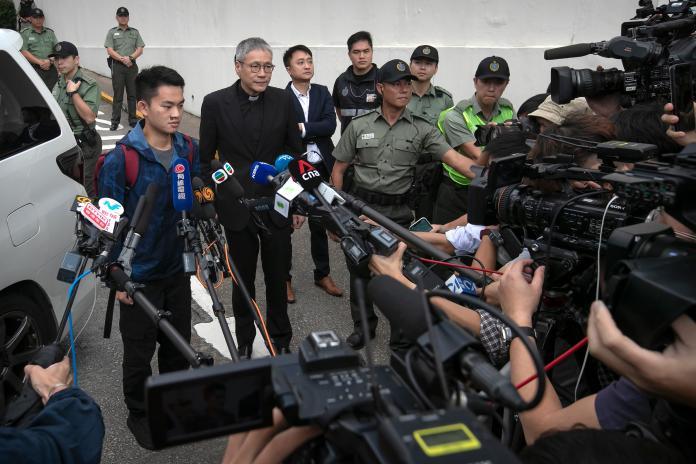 ▲港女命案兇嫌陳同佳 23 日已在香港出獄,未來是否來台,外界高度關注。(圖/美聯社/達志影像)