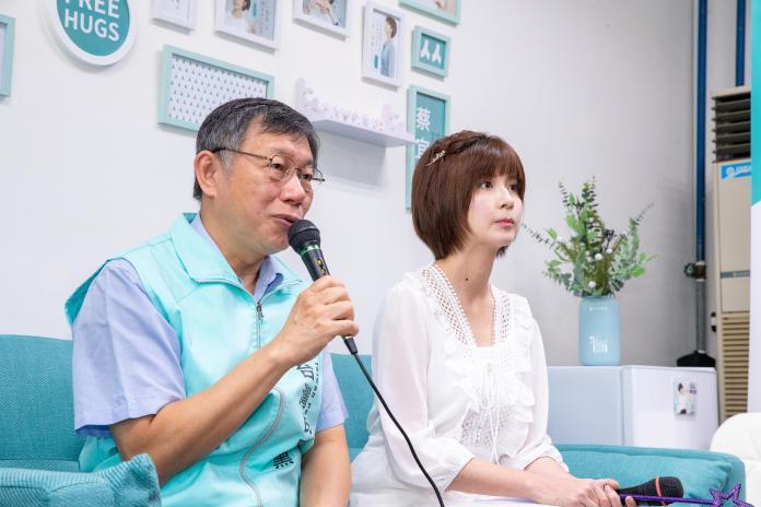 台灣民眾黨主席、台北市長柯文哲與立委參選人蔡宜芳。