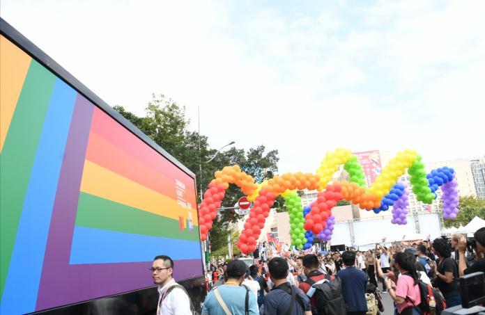 <br> ▲第17屆台灣同志遊行今(26)日在凱道落幕,參與人數已經累計達20萬人,相較於去年的13萬人再度創下新高。(圖/NOWnews攝影中心)