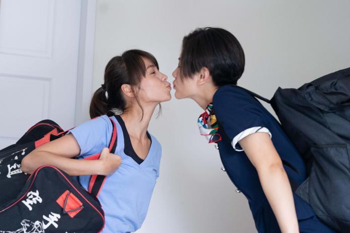 <br> ▲黃姵嘉與小蠻在劇中一見鍾情成為甜蜜情侶。(圖/金禾創意、杰德影音提供)