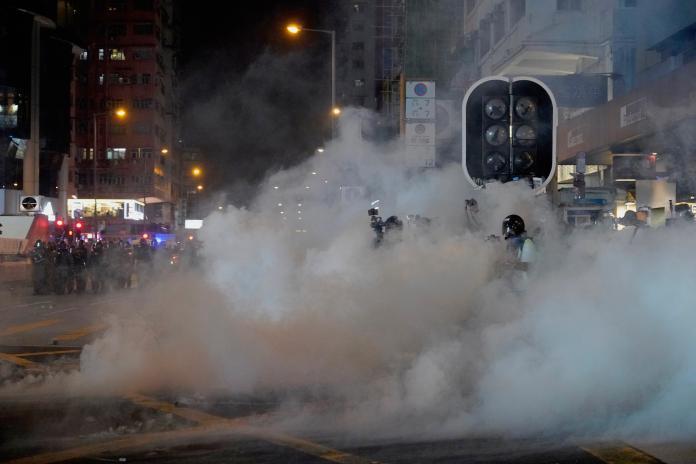▲香港 27 日又再爆發大規模警民衝突。(圖/美聯社/達志影像)