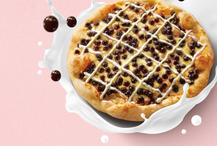 超狂珍奶系料理再加一 連鎖比薩推限時限量珍奶比薩