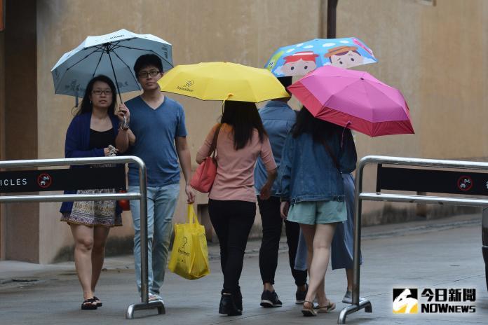 ▲受到東北風持續影響,今天早晚溫差大,出門記得多帶件夾克。(圖/NOWnews資料圖片)