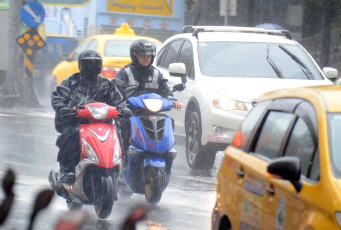 滯留鋒面雨襲全台!中南部9縣市發布豪大雨特報