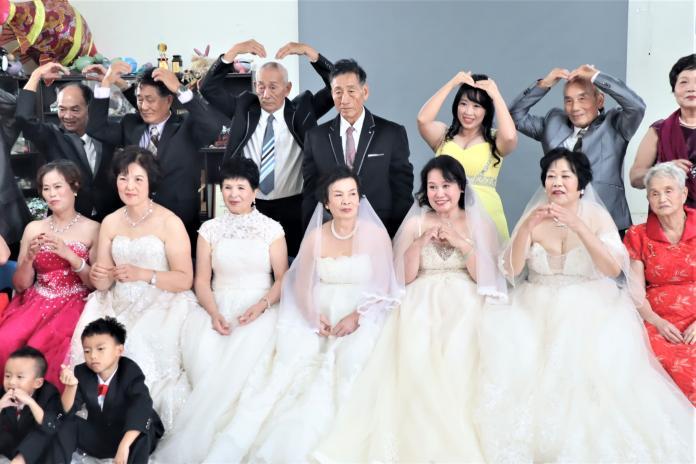 穿越時空的婚禮 澎湖「老大人」穿上西式婚紗圓夢