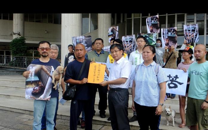 影/為毛小孩發聲 動保團體至縣府抗議動物之家爆籠