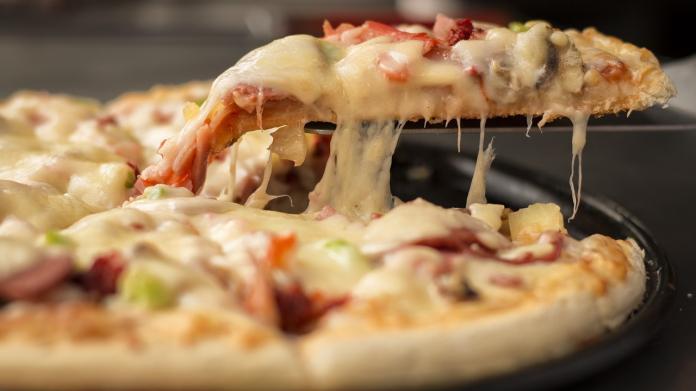隔夜披薩好難吃? 神人曝一招「起死回生」:別用微波爐