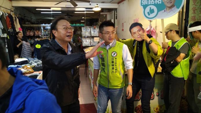 七連霸陳永福陪<b>青年參政</b>的張銘祐掃街 讓市民找得到服務