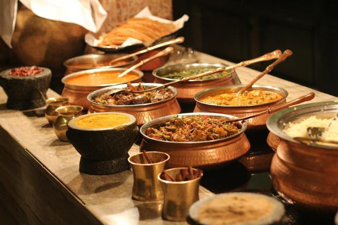 ▲女網友表示,其實關鍵在於「重點是餐廳裝潢格調,不是吃不吃到飽」。(示意圖,與圖中人物無關/翻攝自 pixabay )