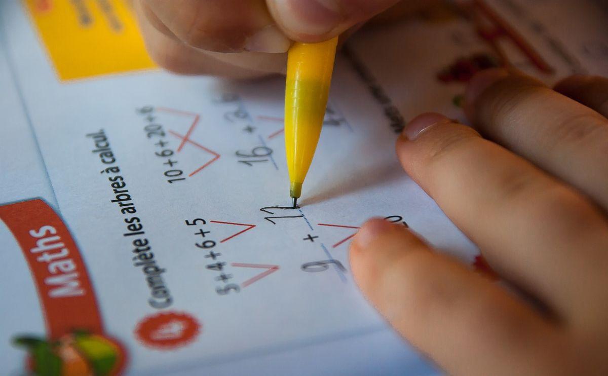 ▲有網友分享兒子的數學題目,並好奇自己究竟是算錯還是答案錯了。(示意圖/取自 Pixabay )