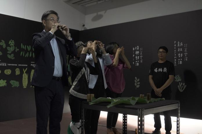 ▲林務局長林國華(左一)出席「花東里山生活特展」的開幕祈福儀式。(圖/林務局提供)