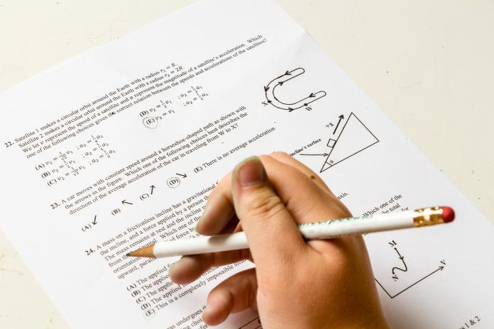 小二<b>數學題</b>女童被批錯! 網民一看回答狂讚:道德感滿分