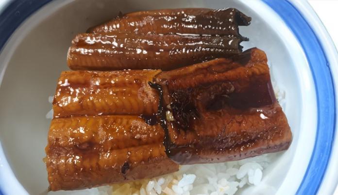<br> ▲鰻魚飯雖然看起來美味可口,但它是畫作而非照片。(圖/翻攝自 @kisuke_izumo 推特)