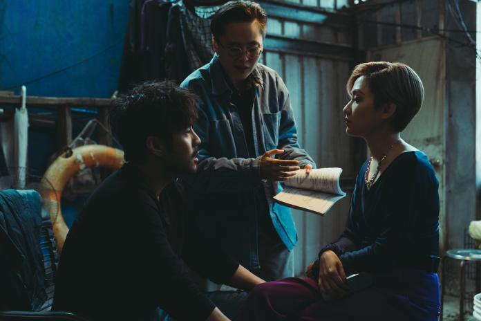 男星遭<b>范曉萱</b>設計氣得拿刀 反被賞巴掌「因為你需要我」