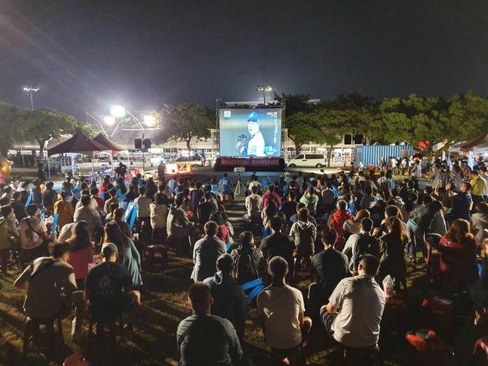 世棒十二強 斗六市公所與市民齊看精彩賽事