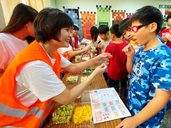 <br> ▲透過生動活潑的互動體驗及課程遊戲,傳遞食育觀念。(圖/記者陳美嘉攝)