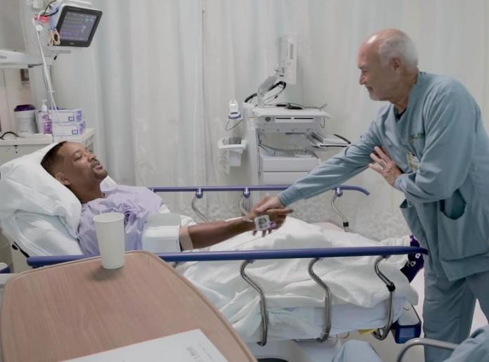 ▲威爾史密斯笑說這位醫師長得很像導演馬汀史柯西斯。(影片截圖)