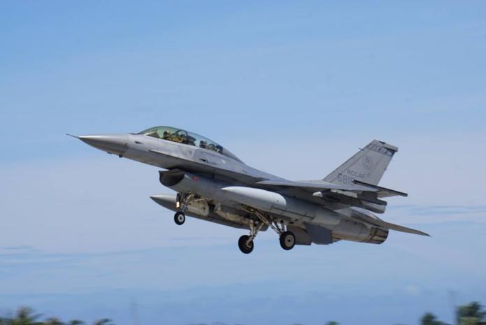 軍武/大砲打小鳥?美軍F-16用空射火箭擊落小型無人機