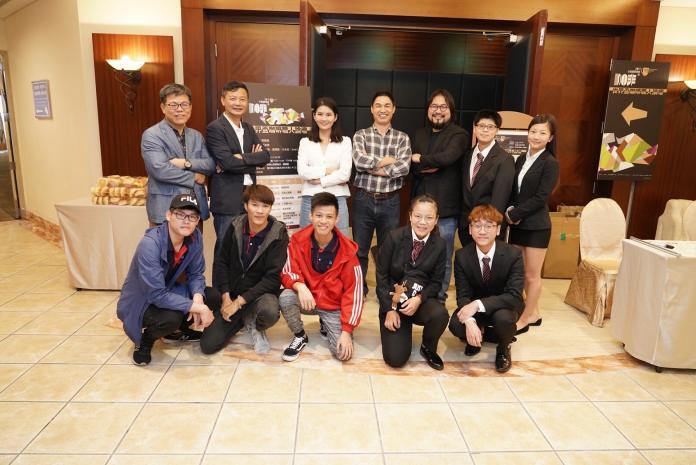 雲林縣文化處長陳璧君(後排左3)與世界盃咖啡職人論壇來賓。