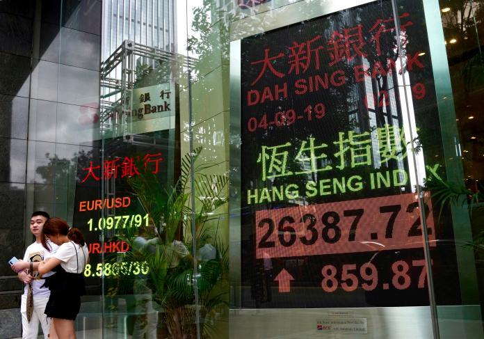 ▲受到中國緊縮監管政策影響,近兩日香港及上海、深圳股市都陷入跌勢。(示意照/美聯社/達志影像)