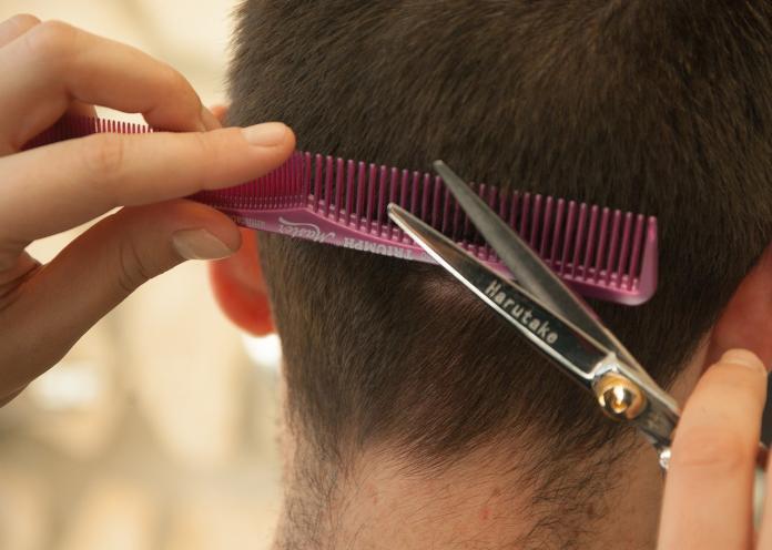 剪頭髮都花多少錢?網曝「中肯公道價」:剪到後來才知道