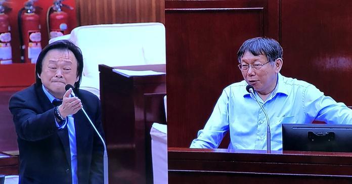 民進黨市議員王世堅與台北市長柯文哲。