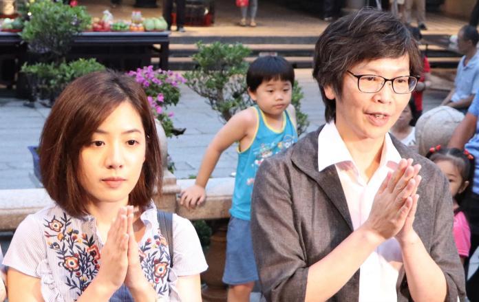 北市府副發言人「學姊」黃瀞瑩與市府顧問蔡壁如。