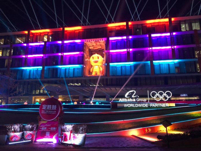 <br> ▲阿里巴巴杭州總部園區夜晚LED燈照明。(記者趙毓琪攝)