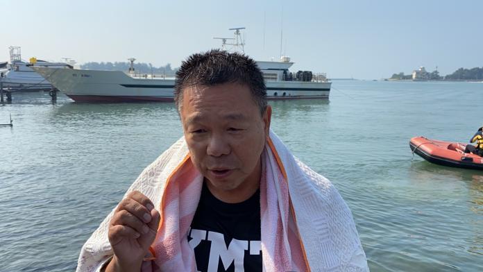 國民黨台南立委參選人蔡育輝跳海諫言,向黨中央喊話,更換不分區名單
