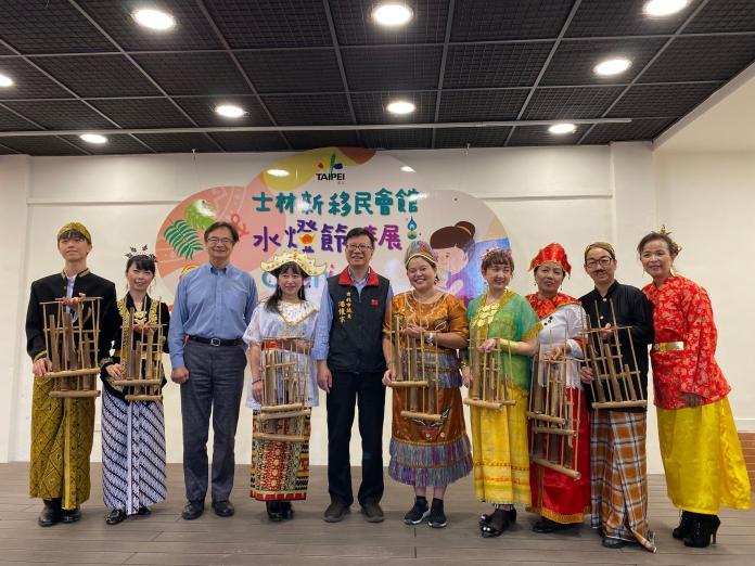 台北新移民會館 東南亞傳統服裝試穿拍照 體驗水燈節風情