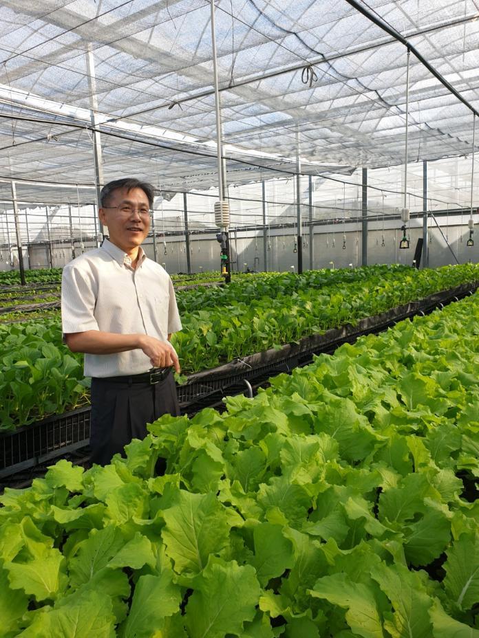 藥師跨足研發低鉀蔬菜    獲經濟部頒發創新研究獎