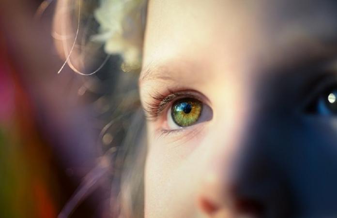 五歲童眼睛模糊認不出同學 醫師驚曝背後原因