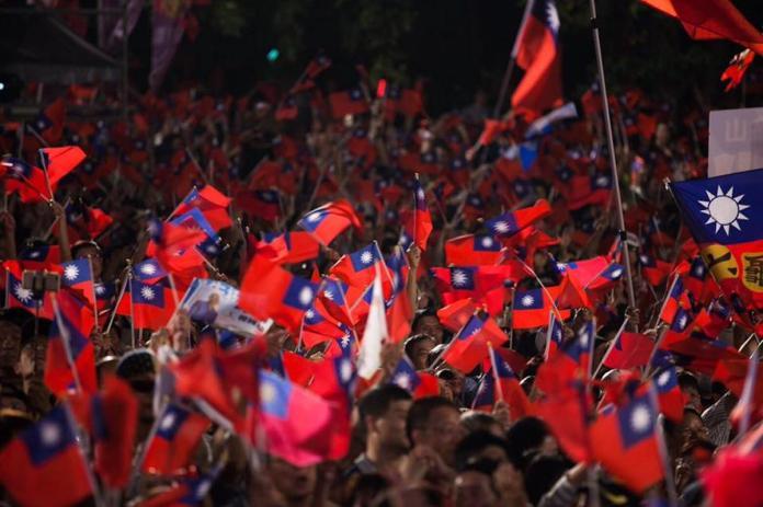 <br> ▲韓國瑜的造勢場合常常爆滿,但民調數字卻落後蔡英文。(圖/翻攝自韓國瑜臉書)
