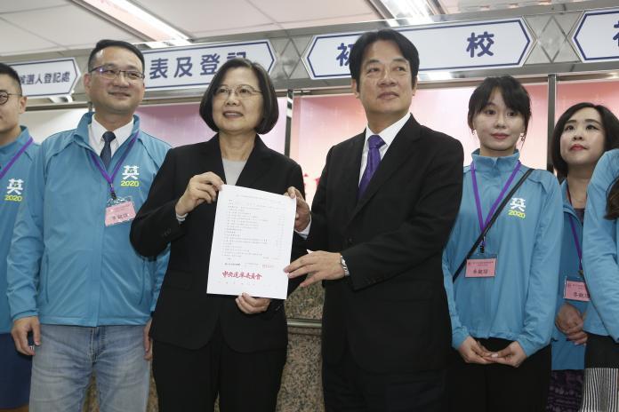 影/英德配登記!蔡英文:再4年讓台灣更好更強!