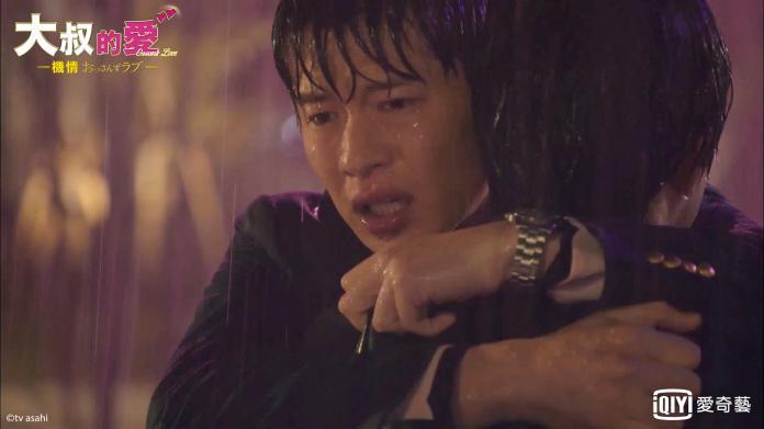男星爸爸過世雨中爆哭 <b>田中圭</b>抱緊安慰