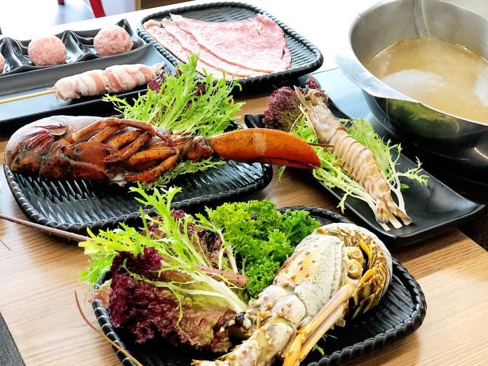 <br> ▲提供豐富的海鮮食材,各式手工製作的「肉串」,口感特殊每天現做,也是人氣商品。(圖/記者陳美嘉攝)