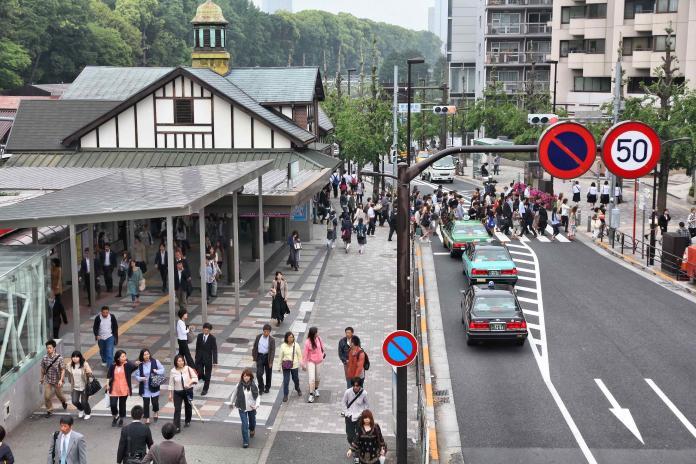 週二,東日本旅客鐵路株式會社(JR East)宣佈明年東京奧運結束後,將拆除原宿車站,並在原址旁新建全新車站。(Shutterstock)
