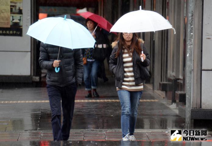 ▲烟花颱風持續逼近北台灣,氣象局今早針對6縣市發布大雨特報。(圖/NOWnews資料圖片)