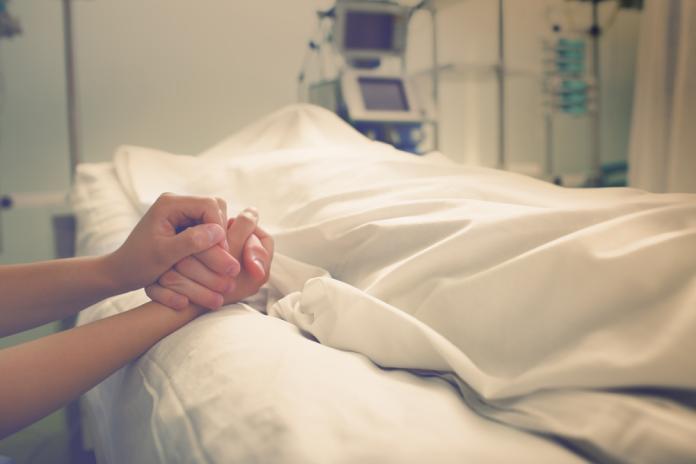 <br> 印尼籍移工送醫時已無生命跡象,肚子前後均有傷口、胸椎和骨盆疑似骨折和四肢開放性骨折,經醫師宣告死亡。(示意圖/shutterstock)