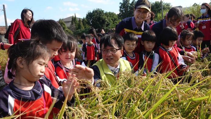 <br> ▲戶外教學讓孩子體驗各種農作種植生產過程。(圖/記者陳雅芳攝,2019.11.22)