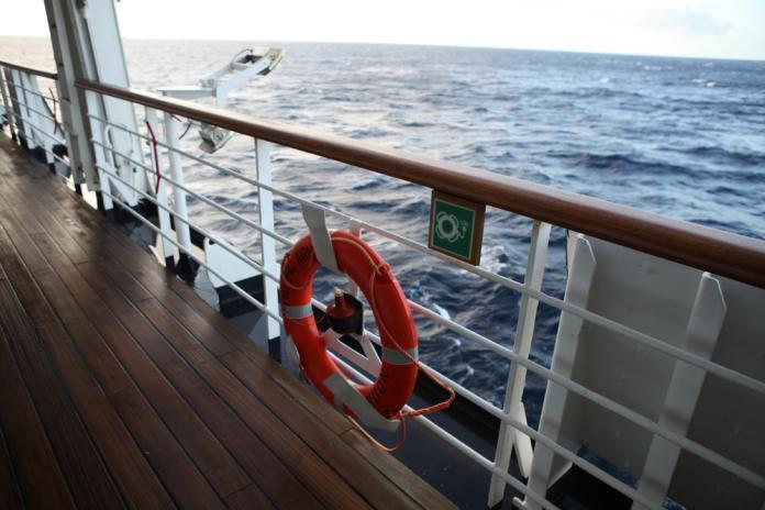 <br> 157名人員中共有77名乘客,均來自法國,另80名為機組人員。最終所有人員在10時左右安全下船。(示意圖/shutterstock)_