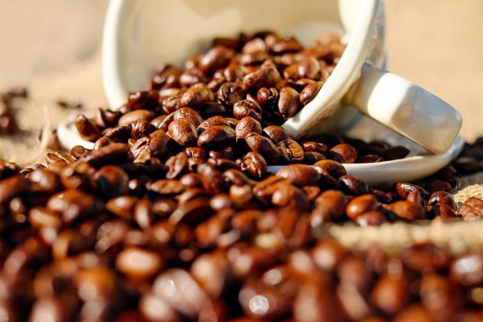 ▲知名連鎖咖啡品牌「西雅圖極品咖啡」涉嫌在標榜「100%阿拉比卡豆」摻雜偽「羅布斯塔豆」,目前發出道歉聲明並願意退貨。示意圖與本文無關。(圖/ Pxhere )