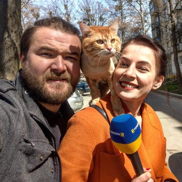 <br> 牠甚至還紅到與主人一起接受媒體訪問(圖/IG@cat_taxi)