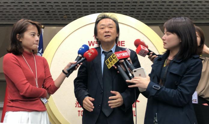 民進黨台北市議員王世堅,批評台北市長柯文哲與市府顧問蔡壁如消費宅男。