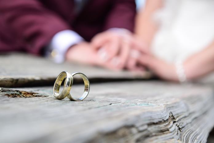 wedding-moments-ring-jewellery-wedding-ring-hand-1445489-pxhere.com